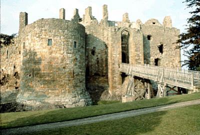 Weddings at Dirleton castle, a wedding venue in North Berwick