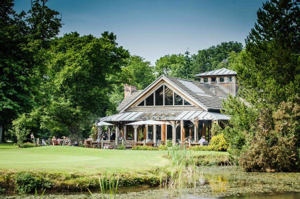 The Oak Tree Of Peover Knutsford Wedding Venues