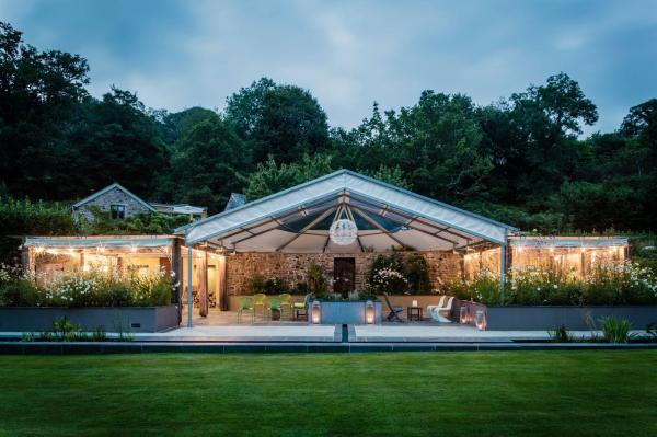 Lower grenofen tavistock wedding venues for Wedding venues open late