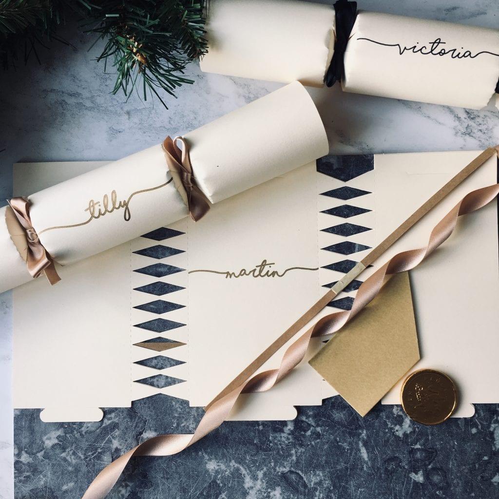christmas cracker wedding favour ideas