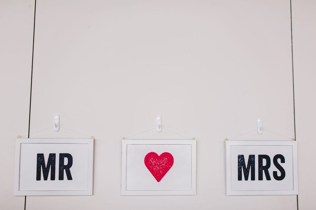 Mr and Mrs quiz sign
