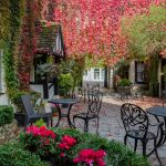 The Red Lion Hotel RL Courtyard 9527.jpg 1
